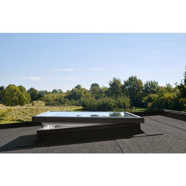 Ventana de cubierta plana VELUX INTEGRA de accionamiento eléctrico con cúpula acrílica