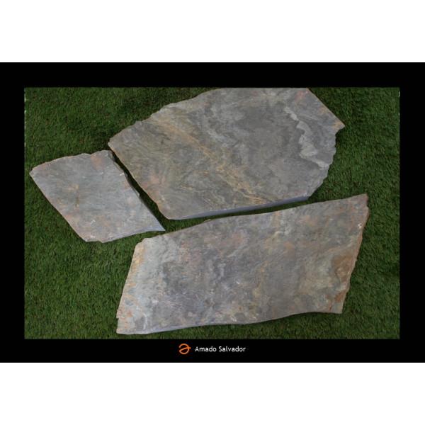 Piedra natural pizarra Planchón Filita Gris Irregular Sin sierre espesor 3-4 cm